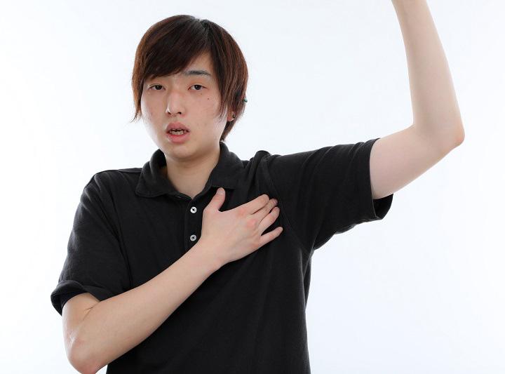 腕を上げるとゴリゴリ! 巻き肩を改善するストレッチ