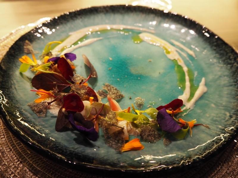 旬野菜と魚介のカルパッチョ イタリア産キャビアのボッタルガ添え