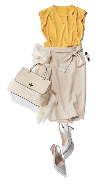 黄色トップス×ベージュタイトスカート