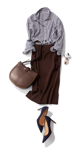 ストライプ紺シャツ×ブラウンタイトスカート