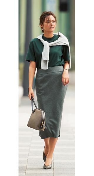 モスグリーンカットソー×グレータイトスカート