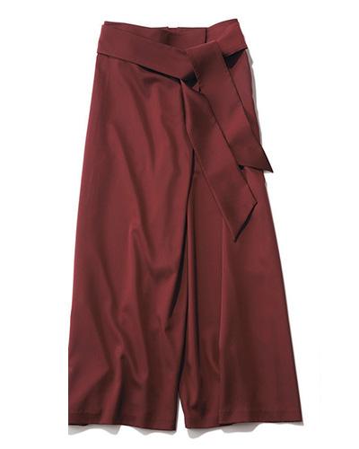 ルーニィのバーガンディー色のベルテッドパンツ