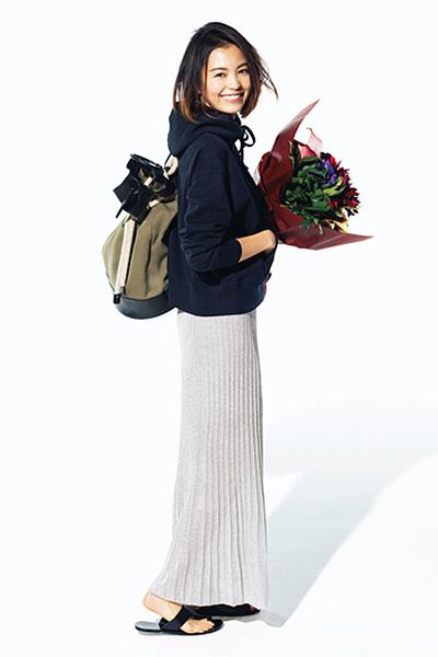 【2】黒パーカ×ロングプリーツラメ入りスカート
