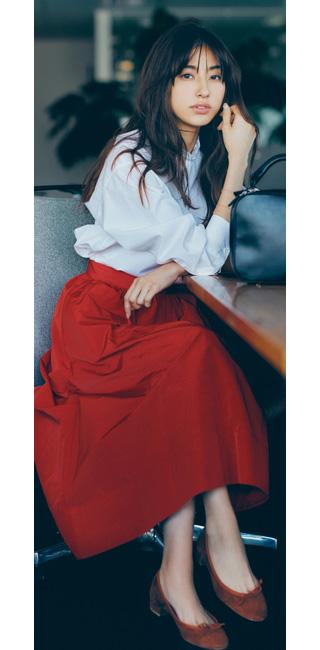 【2】赤ロングスカート×白シャツ