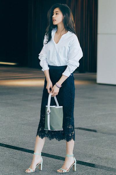 ネイビーレーススカート×白シャツ