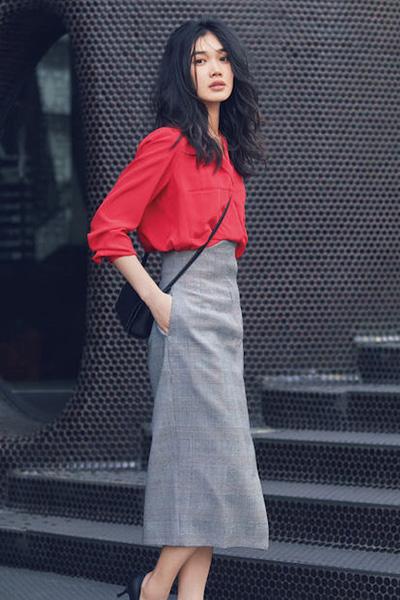 赤ブラウス×グレースカート
