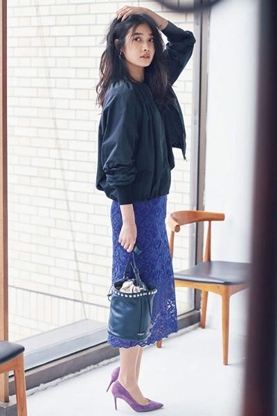 【2】ネイビーブルゾン×ブルーレースタイトスカート