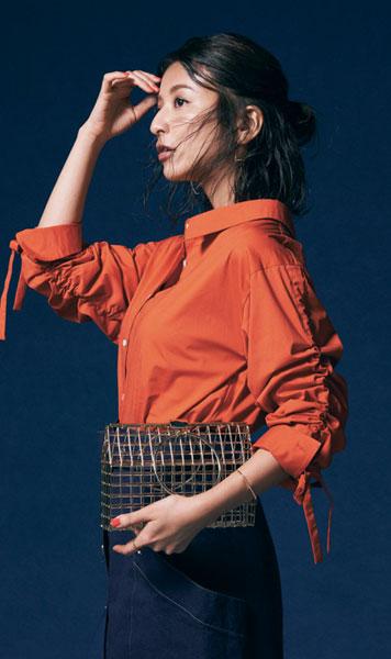 オレンジシャツ×ブルースカート