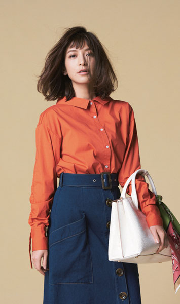 ネイビースカート×オレンジシャツ