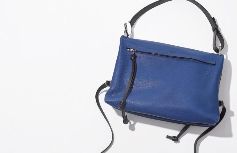 ロエベ×ブルーのショルダーバッグ