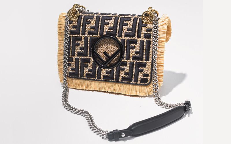 ショルダーバッグ おすすめ×フェンディのラフィアチェーンバッグ