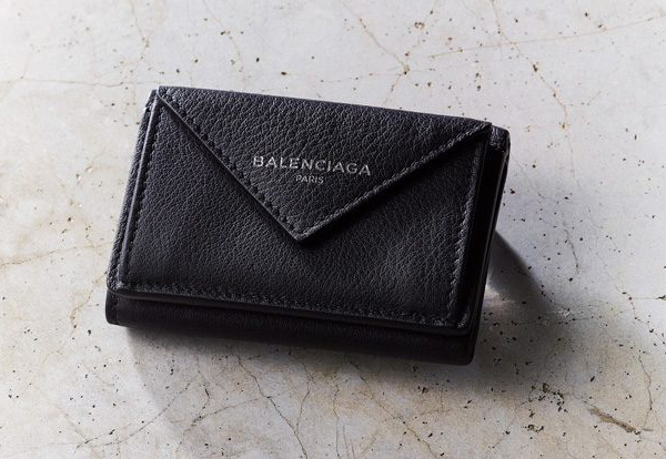 バレンシアガ×黒のミニ財布