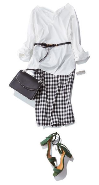 白シャツ×ギンガムスカート