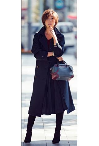 黒ロングプリーツスカート×トレンチコート