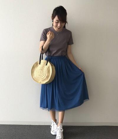 ブルーチュールスカート×グレーTシャツ