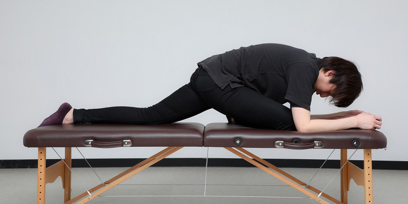 固まった腰の筋肉をほぐすストレッチ