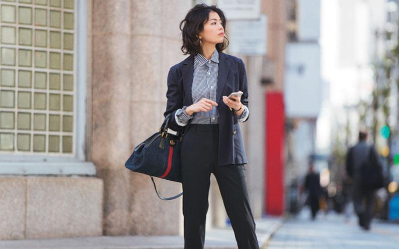 [着こなし2]シャツ&黒パンツできりっと仕事モード