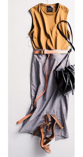 ブラウンノースリーブカットソー×ギンガムチェックタイトスカート