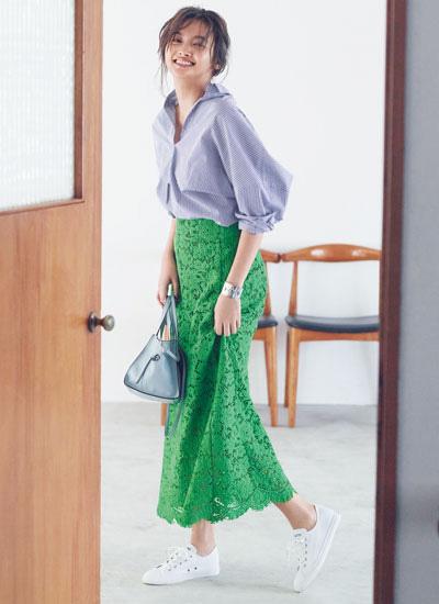 グリーンロングレーススカート×ストライプシャツ