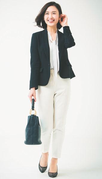 白パンツ×黒ジャケット