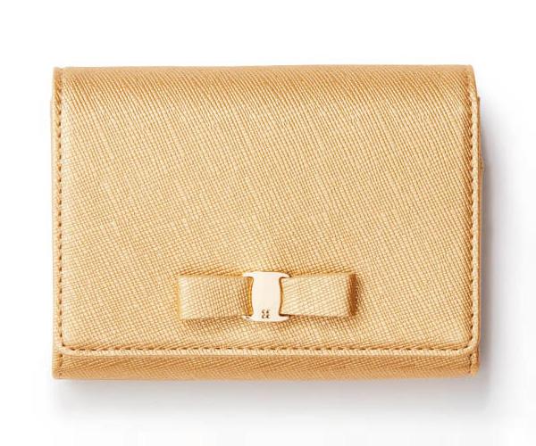 イエローゴールドの二つ折りミニ財布・ブランド:アンテプリマ ミスト