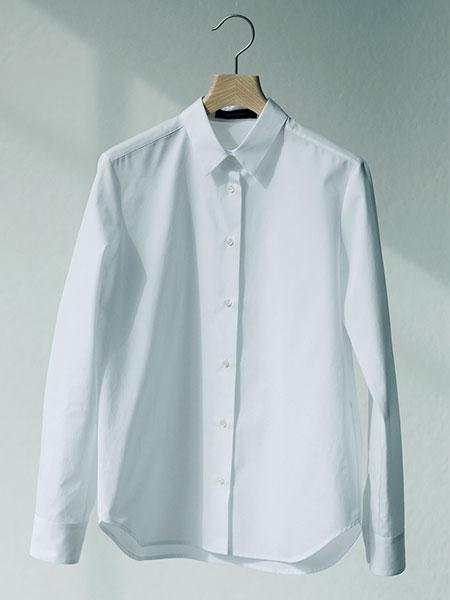 デミルクス ビームスの白シャツ