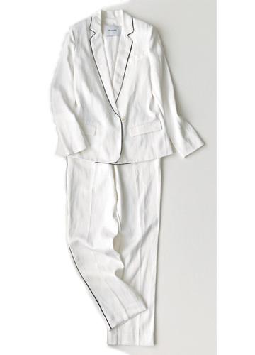 白パンツ×白ジャケット