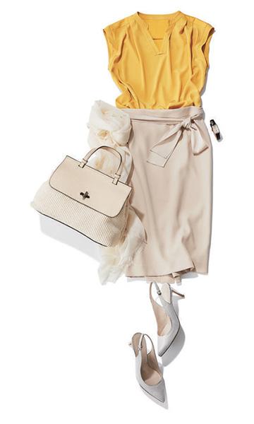 白ストール×ベージュタイトスカート
