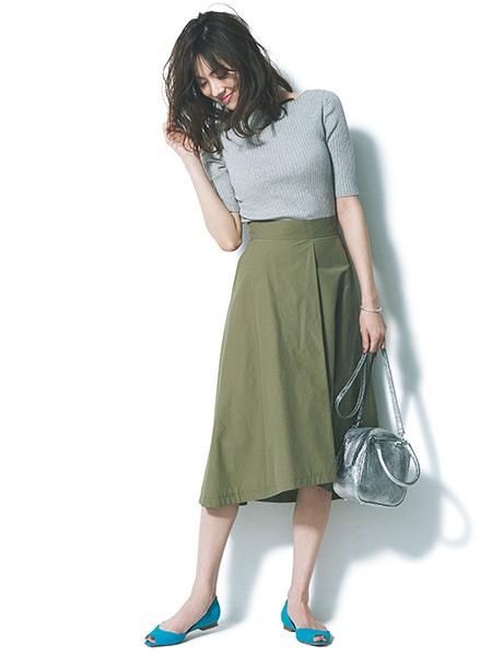ライトグレープルオーバー×カーキフレアスカート