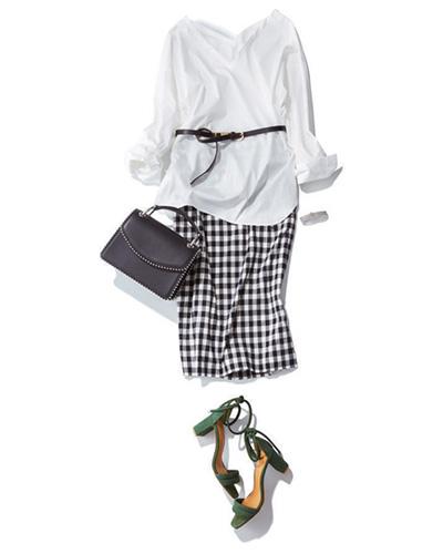 白シャツ×ギンガムチェックスカート