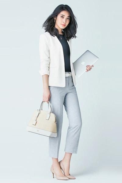 【4】ノーカラー白ジャケット×水色センタープレスパンツ
