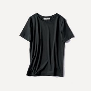 キレイめ黒Tシャツ
