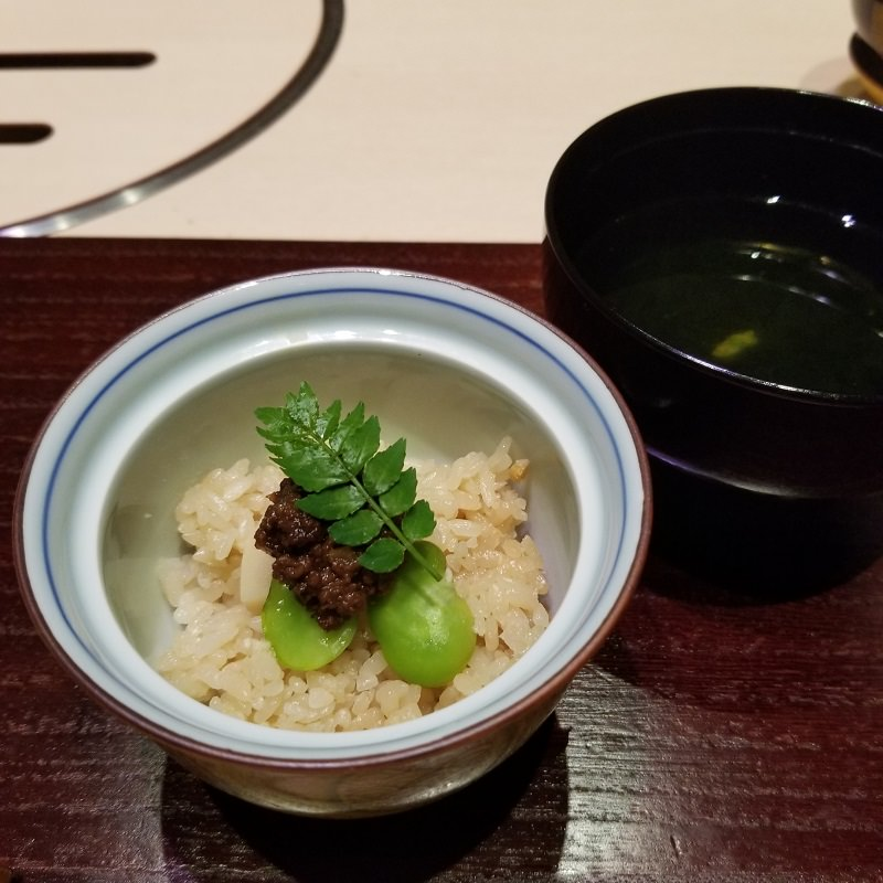 季節の炊き込みご飯と汁物