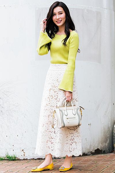 【5】ネオンカラーニット×白スカート