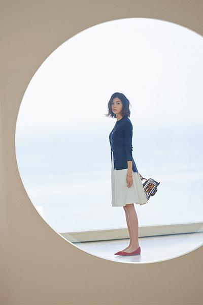 紺カーディガン×白スカート