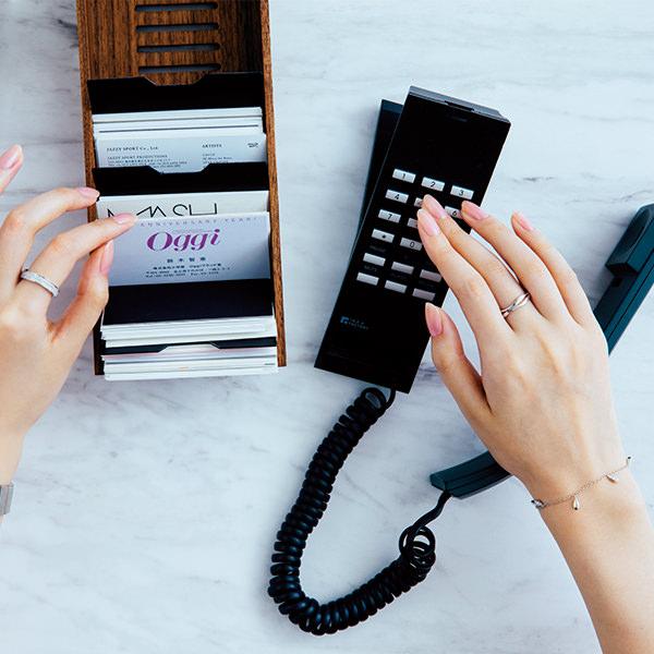 「オメガ」のブレスレット時計×ベビーピンクネイル