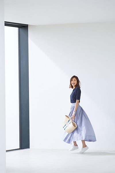 【4】白スニーカー×ギンガムチェック柄マキシスカート×