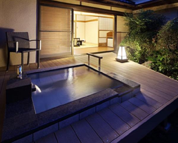 伊東 緑涌:庭園露天風呂