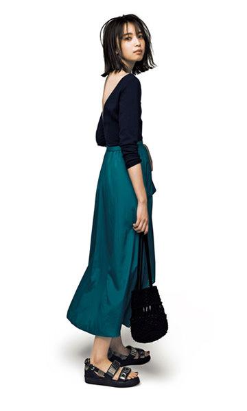 黒プルオーバー×フレアスカート