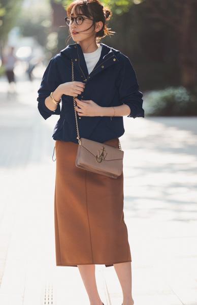 ネイビージャケット×キャメルタイトスカート