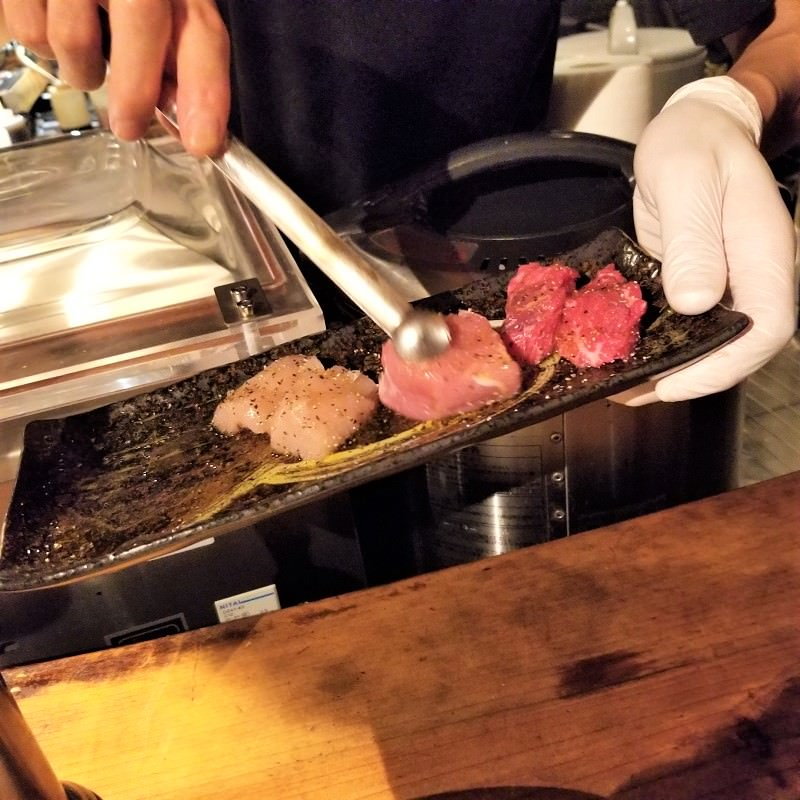 お肉は焼いてもらえるシステム