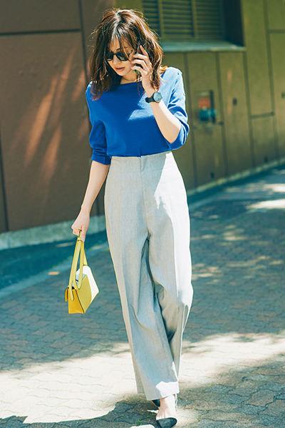 ブルーロングTシャツのスタイルアップコーデ