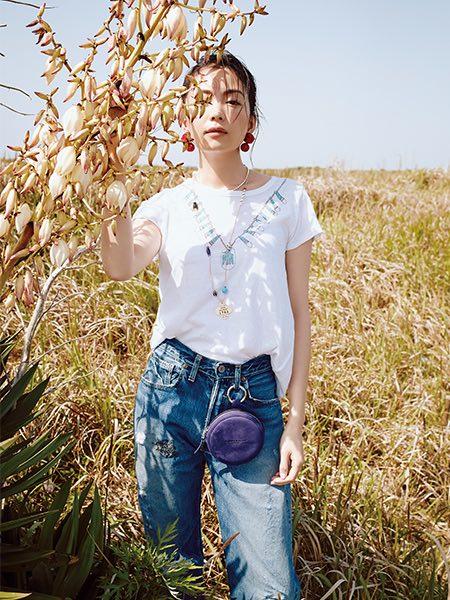 【3】ダブルエムブイの白Tシャツ×デニムパンツ