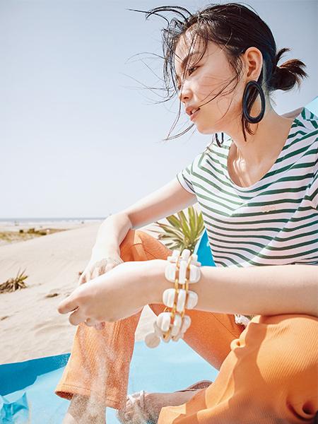 【1】ラコステのボーダーTシャツ×オレンジパンツ