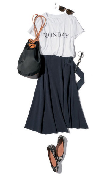 白ロゴTシャツ×ラップスカート風フレアコーデ