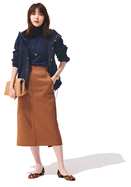 ネイビーミリタリージャケット×キャメルタイトスカート
