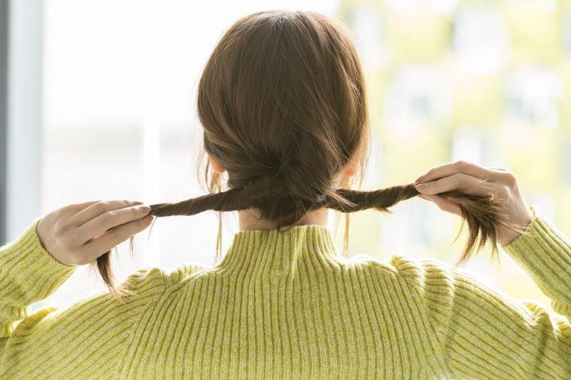 ねじるだけで簡単!大人の三つ編み風アレンジ
