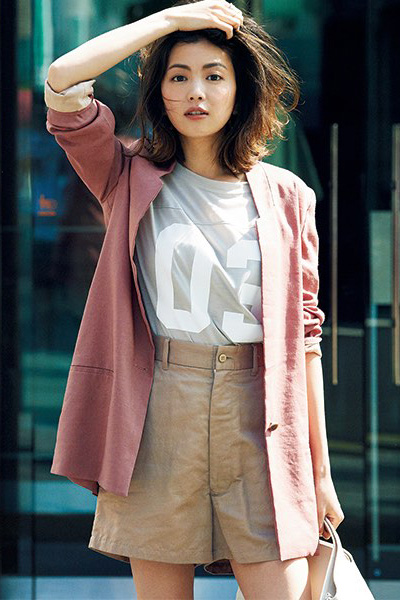 チノパン×ピンクジャケット