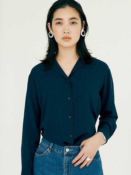 【7】ネイビーシャツ×デニム×シルバーアクセ