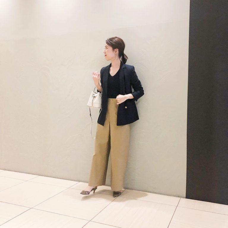 【14】ベージュワイドパンツ×黒のダブルジャケット